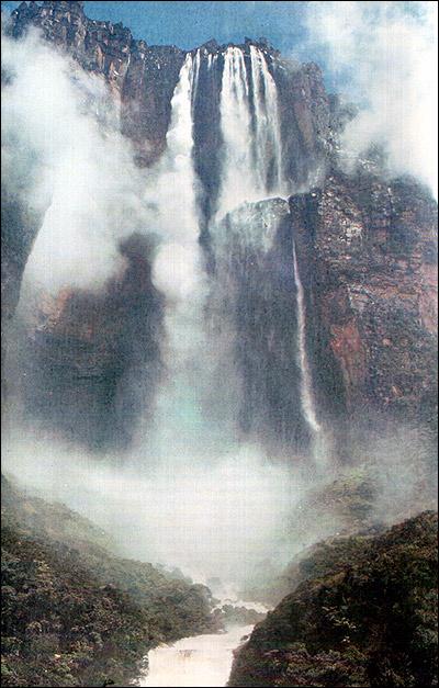 Водопад в горах. Фото, фотография