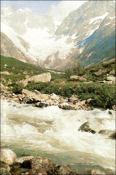 Горы. Горная река. Фото, фотография