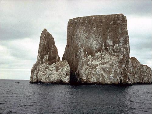 Скалы в море. Фото, фотография