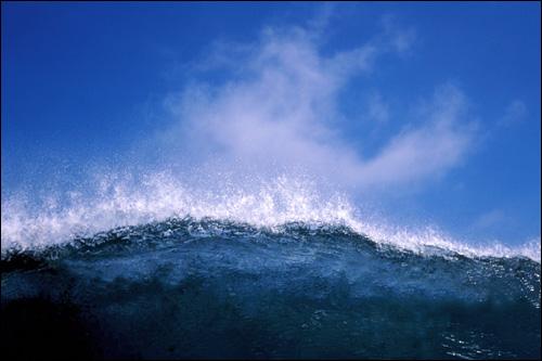 Набегающая волна. Фото, фотография картинка